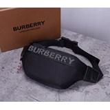 2021年BURBERRYB家專櫃最新款撞色腰包出貨!借鑒九十年代街頭風格,選用尼龍材質打造,