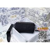 原版配虎頭盒子 Dior 2020 早春新款內有內碼 OBLIQUE 印花帆布圓筒包黑色布和黑色小牛皮可調節、