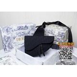 配原版盒子【Dior homme 】 Pre-Fall 早春系列saddle馬鞍包,強勢推出!