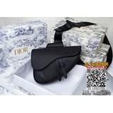 頭層荔枝紋  《高品質白扣白線》配原版盒子【Dior homme 】 Pre-Fall 早春系列saddle馬鞍包,