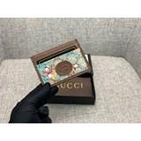 新款款號︰647942棕色 GG Supreme皮夾具有傳奇色彩的迪士尼角色繼續為品牌的美學理念注入豐富靈感。