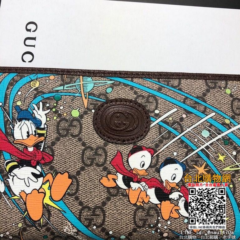 新款款號︰647940棕色 GG Supreme皮夾具有傳奇色彩的迪士尼角色繼續為品牌的美學理念注入豐富靈感。