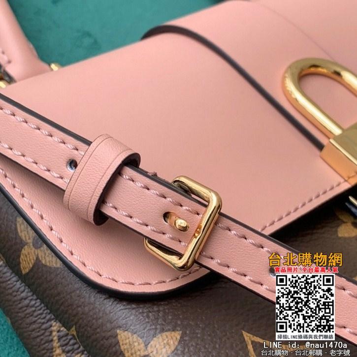 芯片感應NFC版本這款小巧而有型的Locky BB手袋采用Monogram帆布和牛皮材質
